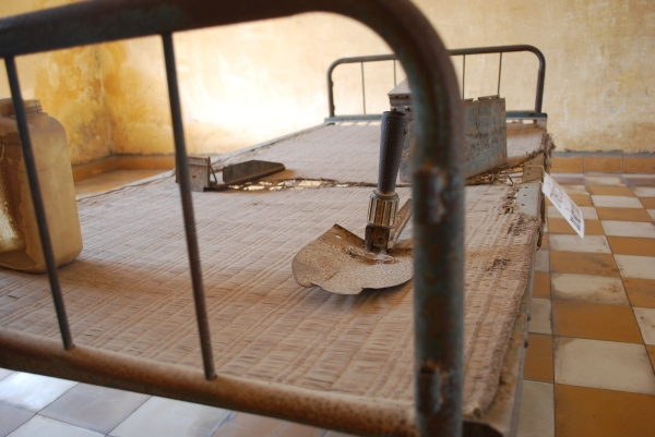 Bed with objects used in interrogation and torture.