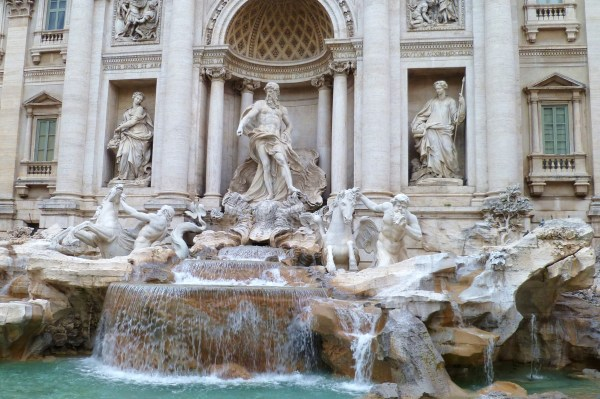 Trevi Fountain (one of the few shots without tons of heads).